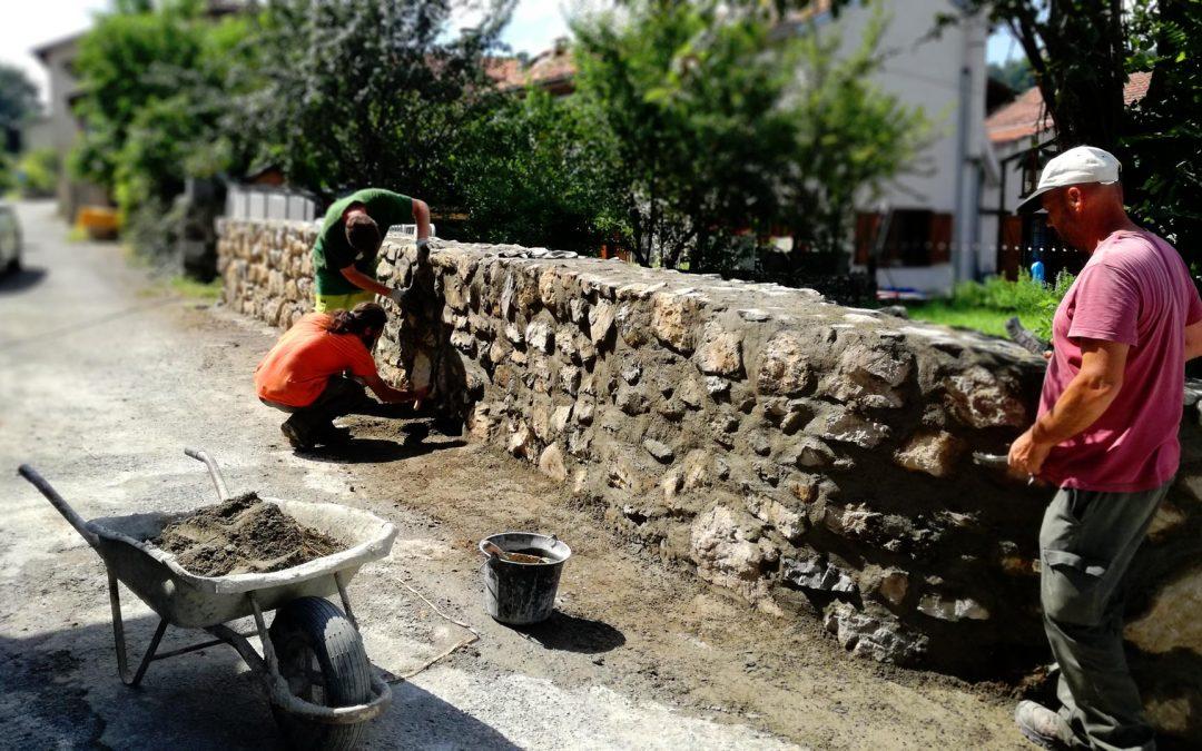 Montjoie – Reconstruction d'un mur en pierre bâties