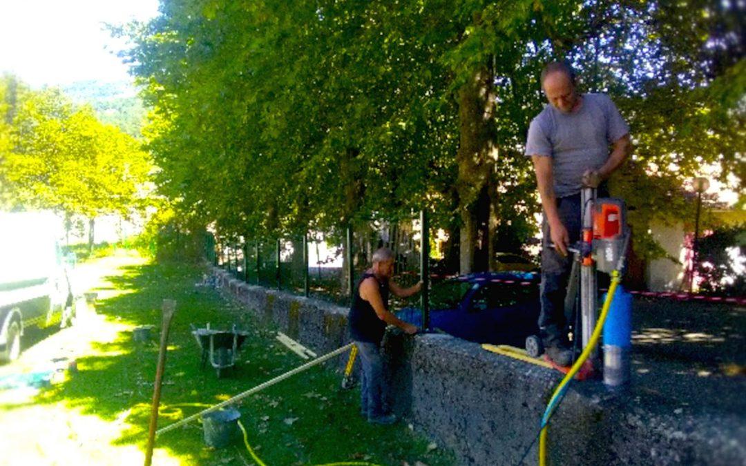 L'équipe Irisse de Lorp Sentaraille finalise la clôture à l'école de Massat