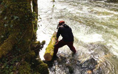 Les équipes d'Irisse en action sur le chantier rivière de l'Arac