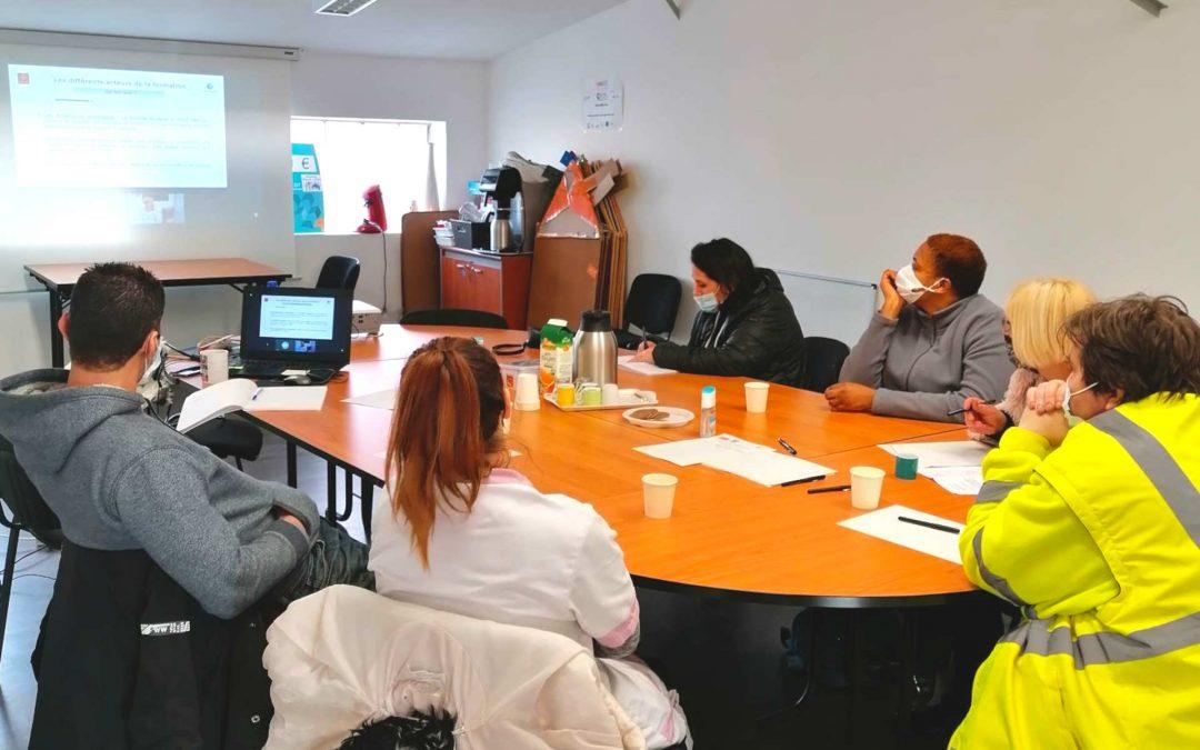Les salariés d'Irisse de Pamiers reprennent les ateliers à distance «Formation Mode d'Emploi» co-animés par Pôle Emploi et la Maison de Région.